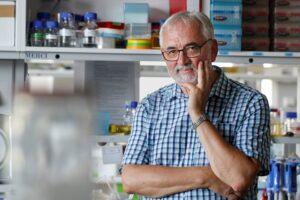 Libor Grubhoffer – vědecká kapacita a ředitel Biologického centra