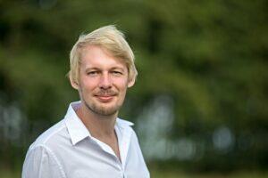Jan Štifter – novinář narozený v Českých Budějovicích s nimiž spojuje svá díla